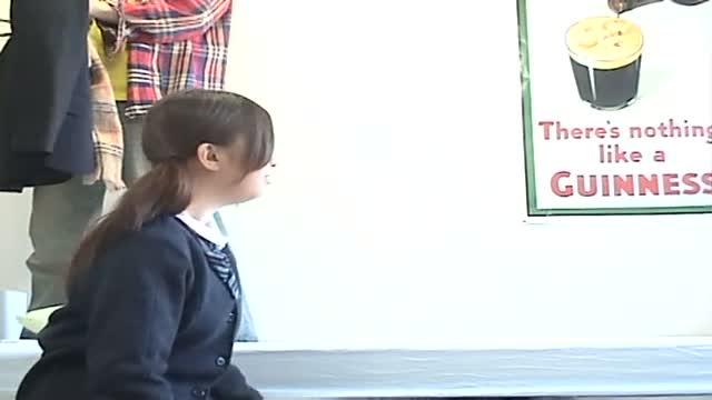 同級生の撮った制服JKがパイパンまんこ丸出しの美少女動画