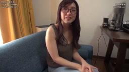 今回は、本屋で働く眼鏡がよく似合うスリムFカップ妻・るりこさん38歳!
