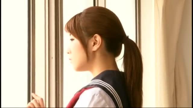 おバカな女子高生が無口で胸ペタ色白ロリ少女の処女喪失のロリ系動画