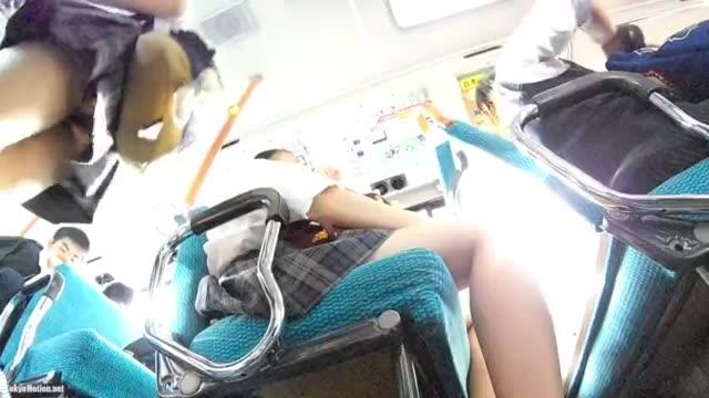 ビキニ水着のJCがおっさんに跨って慣れない腰振りの校生系動画