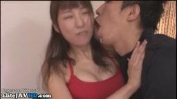 ヨガ中に顔に日本のヨガの先生ザーメン