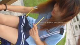 DHY117-大忽悠暑期隐退!清纯学生美女户外穿着白丝戴空姐帽展示丝袜腿