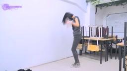 踊りながらい脱ぐ