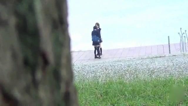 エロさのあるアイドルが上着からちっぱい丸出し状態で生チンポにメス顔で喘ぐの学生系動画