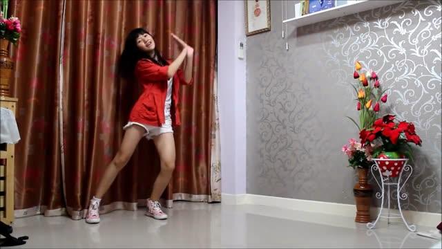 色白なロリ少女が緊縛状態で変態キモ男に乳首を吸われるの美少女動画