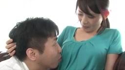 優しい巨乳人妻が旦那におっぱいを吸わせながらチンポをしごいてくれる