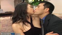 日本の巨乳妻はパンストでセックスをする