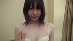 無修正 FC2PPV 1076842-1 完全顔出し♥️162/47のスレンダー黒髪美少女♥️色白な優等生JD18歳が女子○生時代の制服姿で生ハメ♥️
