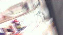 店員さん_胸チラ_09