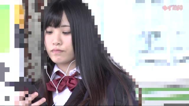 清純な優等生女子校生がナースの生足をエロ顔で舐め回すの学生系動画