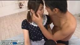 日本の小さな18歳は情熱的なセックスが大好き
