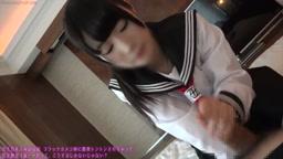 初心な黒髪ロング制服少女がホテルで臭いチンポをカメラ目線で濃厚フェラ