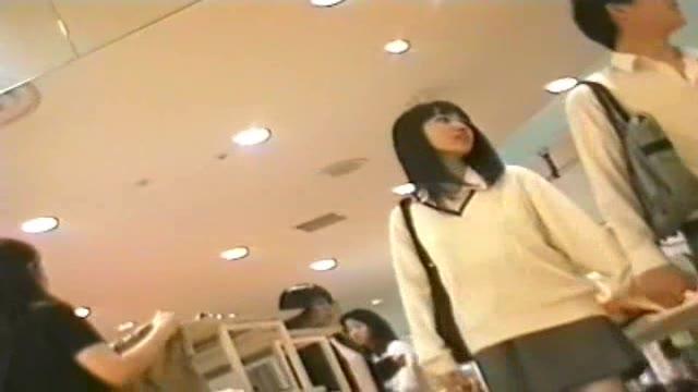 かわいすぎる美少女が四つん這いでおっさんのバックに喘ぐの校生系動画