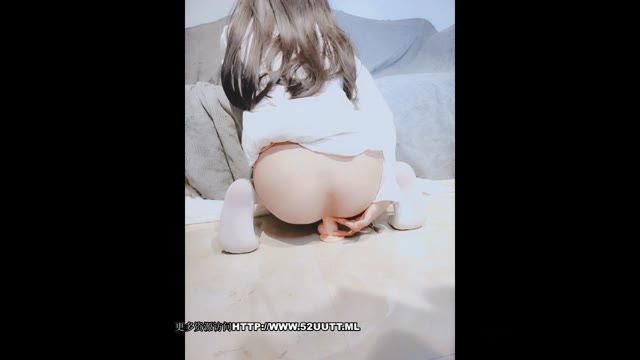 ゲーム女子校生がエッチな小ぶりおっぱい丸出しの自撮りの校生系動画