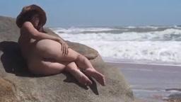 海岸で露出オナ